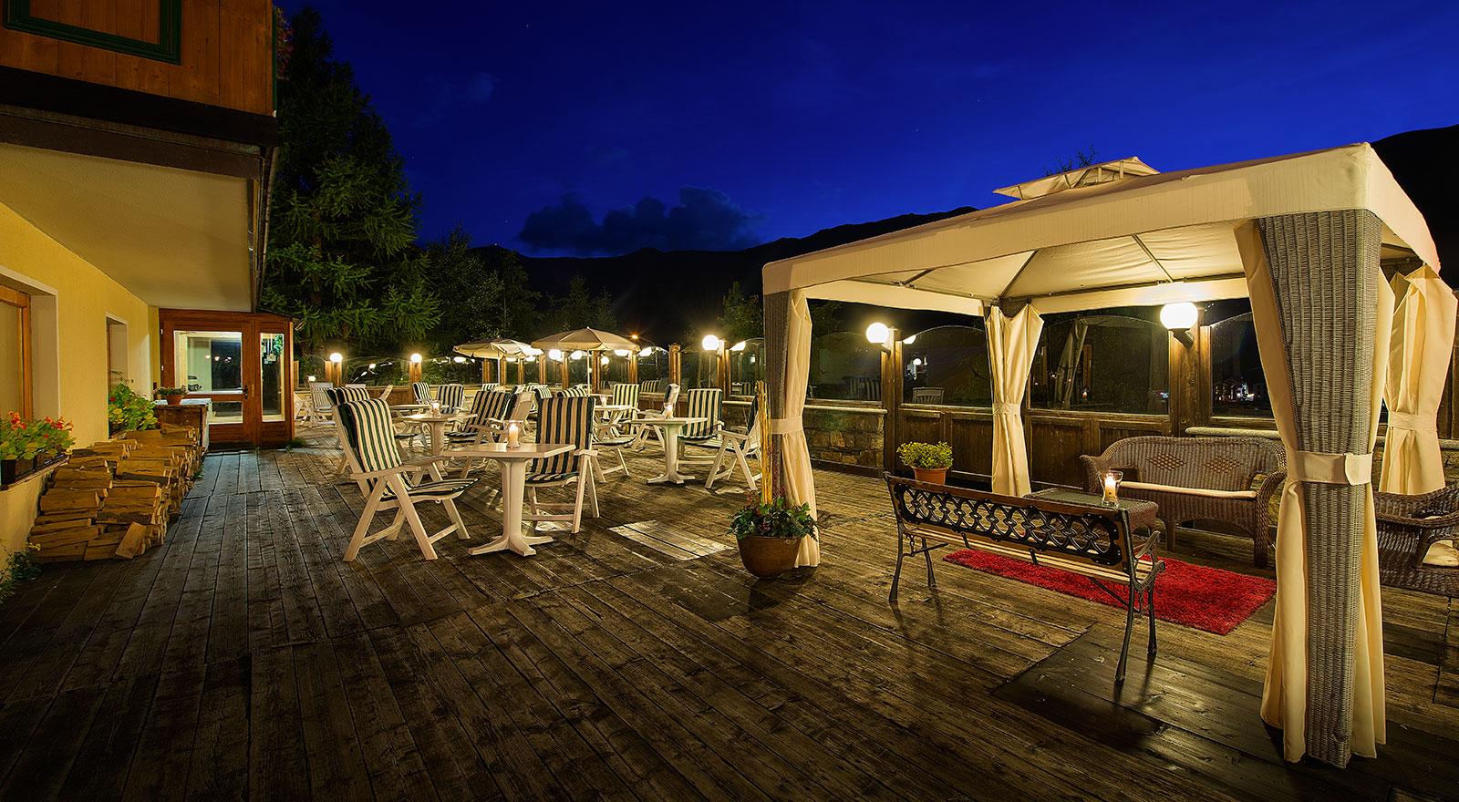 Hotel bucaneve livigno - Livigno hotel con piscina ...